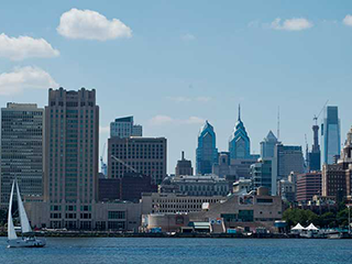 picture of delaware river looking at philadelphia